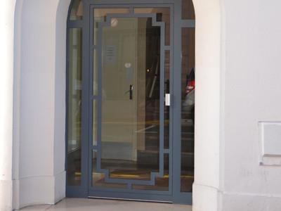 Porte d'entrée métallique de type à l'ancienne